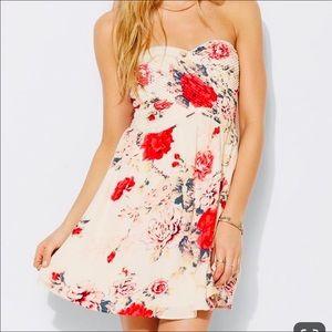KIMCHI BLUE (Urban Outfitters) beautiful dress!!